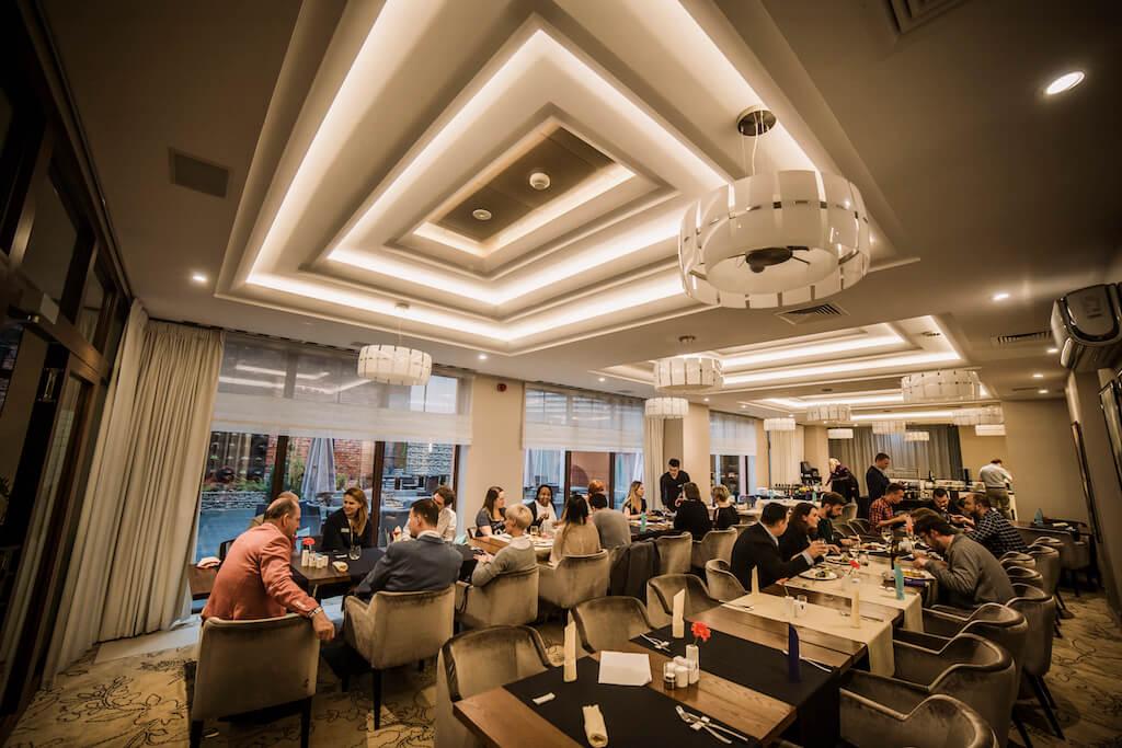 Część restauracyjna hotelu Mercure w Bydgoszczy.